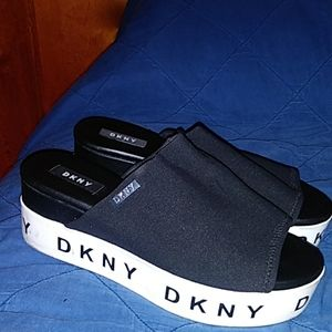 DKNY womens slippers